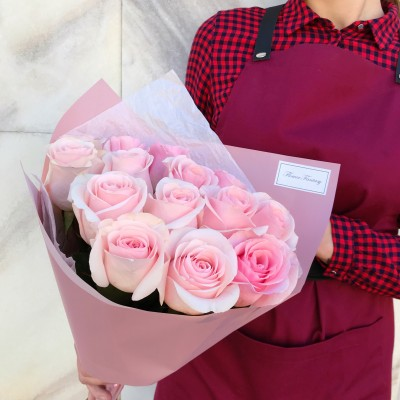 Розовые розы 15 штук