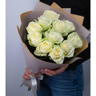 11 белых роз
