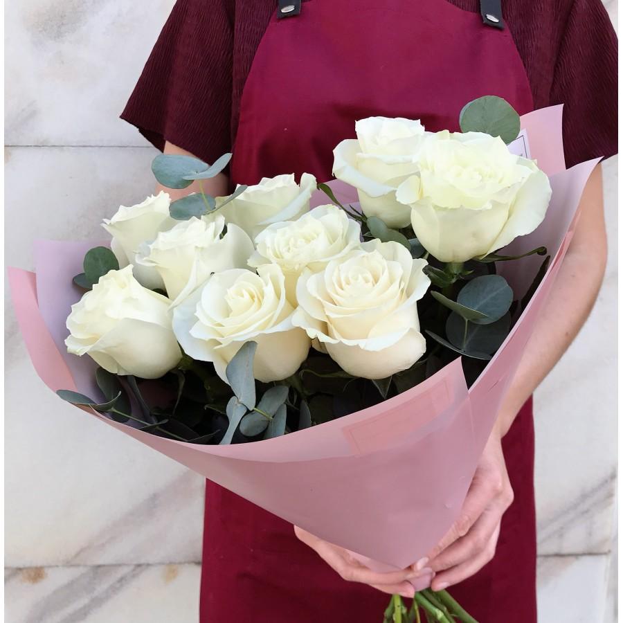 Роза Мондиаль с эвкалиптом