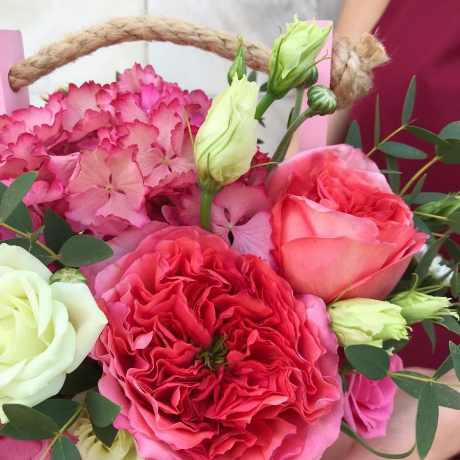 Розовая композиция с гортензией